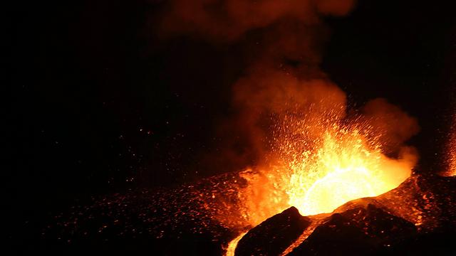 הר הגעש שהתפרץ ברפובליקת כף ורדה (צילום: EPA) (צילום: EPA)