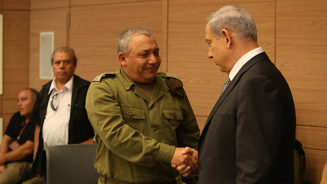 Netanyahu and Eisenkot (Photo: Amit Shabi)