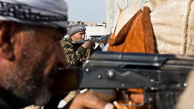 כבשו שטחים רבים ועשו צעד גדול לעבר השגת אוטונומיה. לוחמים כורדים באזור קובאני (צילום: AP) (צילום: AP)