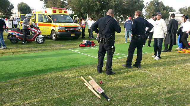 Paramedics arrive at the scene where a cricket umpire was hit by a ball and killed in Ashdod on Saturday. (Photo: Ofer Ashtoker) (Photo: Ofer Ashtoker)