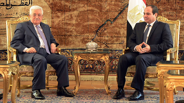 Abbas and al-Sisi. Everyone has had enough of him (Photo: AFP PHOTO/ PPO / THAER GHANEM)