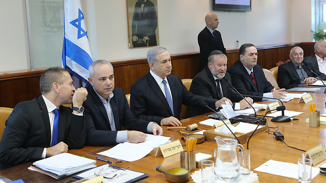 הממשלה מתפרקת (צילום: אלכס קולומויסקי) (צילום: אלכס קולומויסקי)