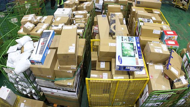 Посылки на складе. Фото: AP