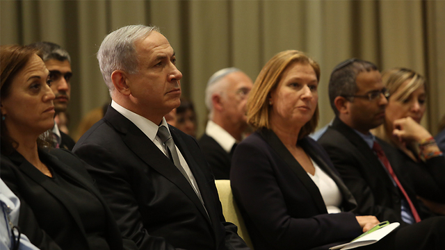 Netanyahu and Livni at the president's residence, an hour before the announcement (Photo: Gil Yohanan)