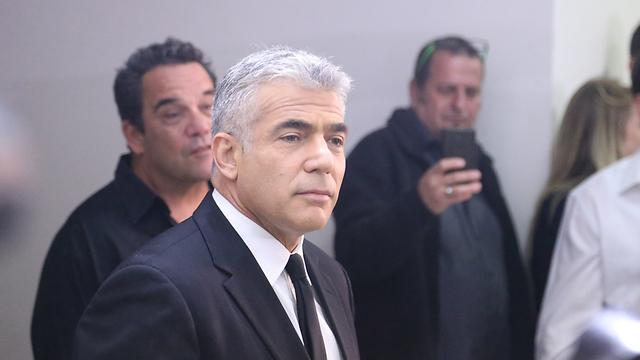 יאיר לפיד במסיבת העיתונאים (צילום: מוטי קמחי) (צילום: מוטי קמחי)