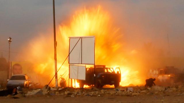 פיצוץ מכונית תופת בבגדד אשתקד. 380 פיגועים בשנה (צילום: רויטרס) (צילום: רויטרס)