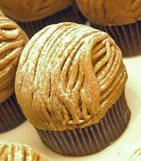 כל שערה במקום. עוגת המונבלאן של אנג'לינה (צילום: יפה עירון קוץ) (צילום: יפה עירון קוץ)