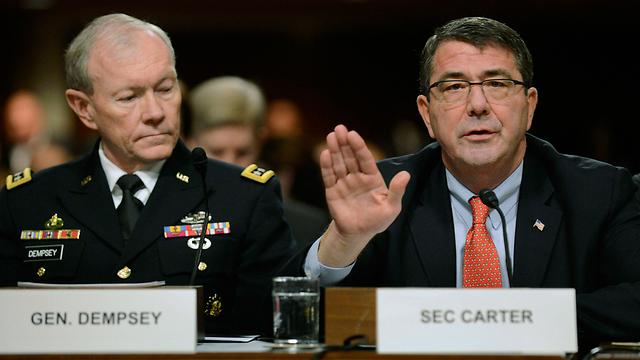 """בבית הלבן של אובמה קיימו קשרים קרובים עם הגנרלים בשטח. קרטר עם הרמטכ""""ל האמריקני דמפסי (צילום: EPA) (צילום: EPA)"""
