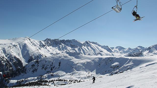 """אתר הסקי בנסקו. חופשת סופ""""ש עושה חסד גם עם השרירים ()"""