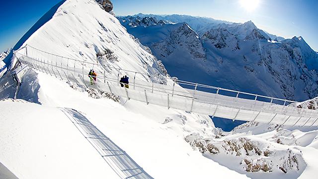 אתר הסקי אנגלברג, שוויץ. ממריאים בסוף שבוע העבודה ()