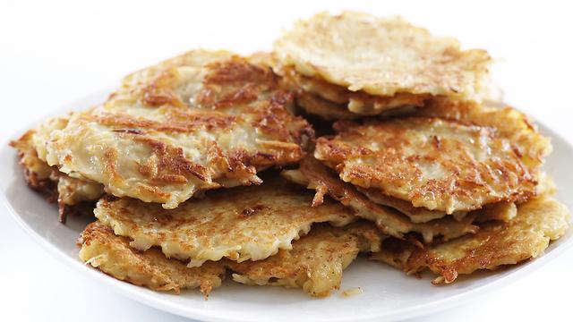 לביבות. מלאי קלוריות ושמן (צילום: Shutterstock) (צילום: Shutterstock)