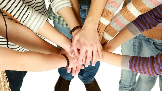 הכוח החיובי זורם בינינו (צילום: shutterstock) (צילום: shutterstock)