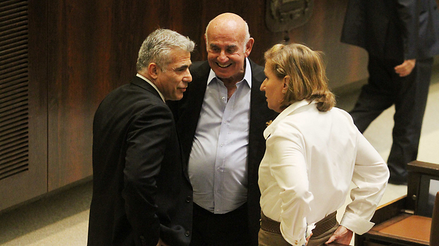Yesh Atid leader Yair Lapid talking to Hatnua leader Tzipi Livni and Yesh Atid MK Yaakov Peri (Photo: Ido Erez)