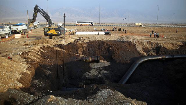"""הנפט נשפך, בכירי קצא""""א מוגנים ע""""י החיסיון (צילום: EPA) (צילום: EPA)"""