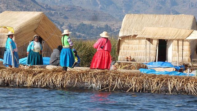 האיים הצפים. עובדים כבר על האי הבא (צילום: יוסף ג'קסון (ג'קסי)) (צילום: יוסף ג'קסון (ג'קסי))