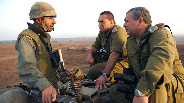 In the field with the troops in 2010. (Photo: IDF Spokesman) (Photo: IDF Spokesman)