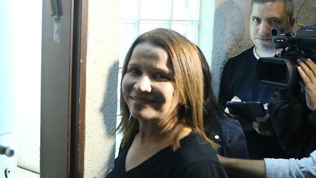 יחימוביץ' מגיעה להתכנסות הסיעה (צילום: מוטי קמחי)
