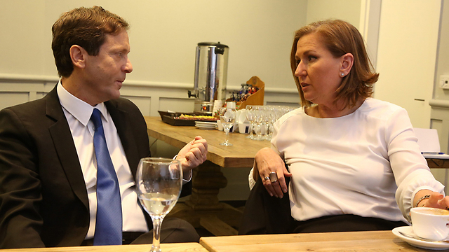 Herzog and Livni (Photo: Shaul Golan)