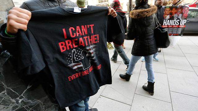 """""""אני לא יכול לנשום"""". 11 פעמים גרנר אמר משפט זה לשוטר שחנק אותו (צילום: רויטרס) (צילום: רויטרס)"""