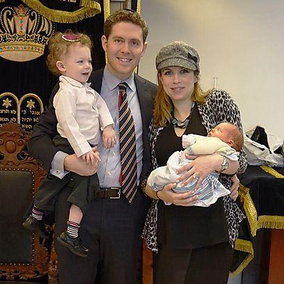 אלכסנדר וג'ניפר צ'סטר, עם ילדיהם ארז ויעקב-זידאן (שרון קרפס) (שרון קרפס)