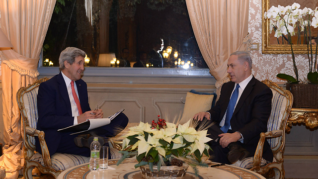 John Kerry with Prime Minister Benjamin Netanyahu meeting in Rome. (Photo: GPO)