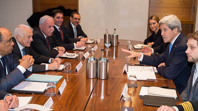 Secretary Kerry meeting with Arab League leaders (Photo: AP)