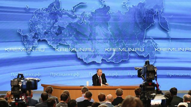 כמדי שנה, עונה לשאלות עיתונאים במוסקבה. פוטין (צילום: רויטרס) (צילום: רויטרס)