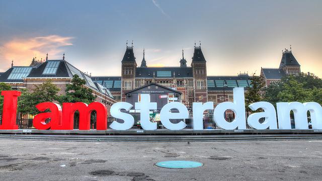 אמסטרדם. מטיילים בגאווה (צילום: Shutterstock)