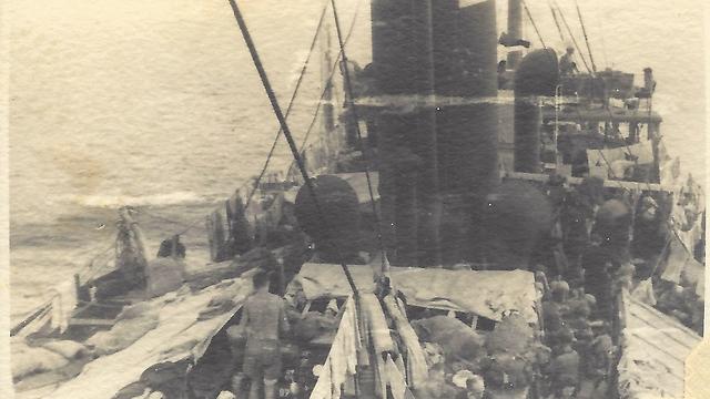 ספינת האטלנטיק בדרכה לארץ ישראל (צילום: באדיבות נפתלי רגב ) (צילום: באדיבות נפתלי רגב )