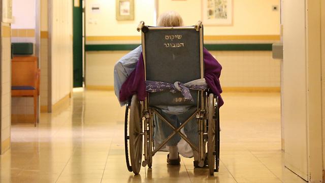 אשפוז בבית החולים. כמעט מחצית דיווחו על ירידה בתפקוד (צילום: ירון ברנר)