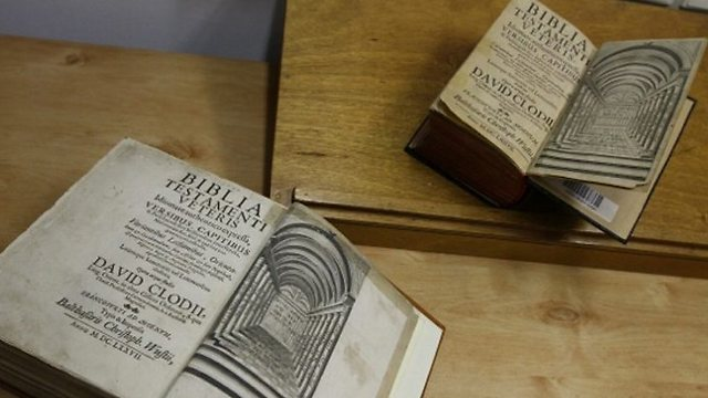 The Bibles are nearly identical, but only one includes margins. (Photo: Haifa University)