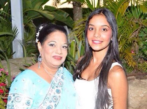 דניאלה (מימין) לפני המחלה ()