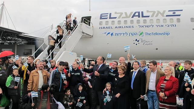 New olim step off plane