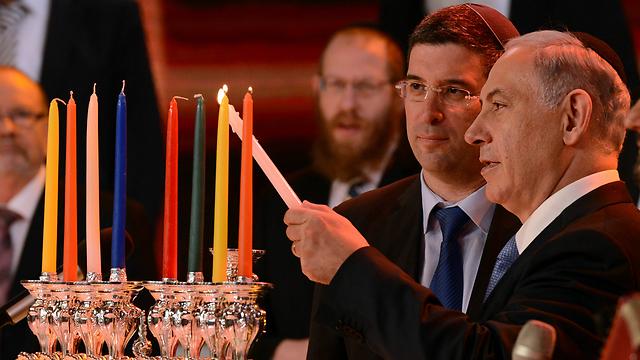 """נתניהו בהדלקת הנרות בטקס, היום (צילום: חיים צח, לע""""מ) (צילום: חיים צח, לע"""