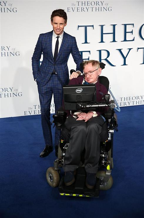 אדי רדמיין וסטיבן הוקינג בפרימיירה בלונדון (צילום: gettyimages) (צילום: gettyimages)