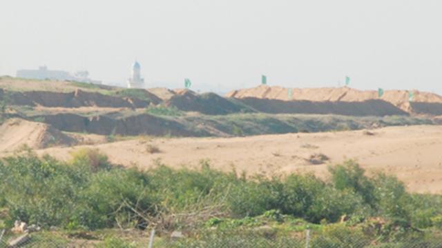 Hamas flags fly over new positions in northern Gaza (Photo: Bar-el Efraim)