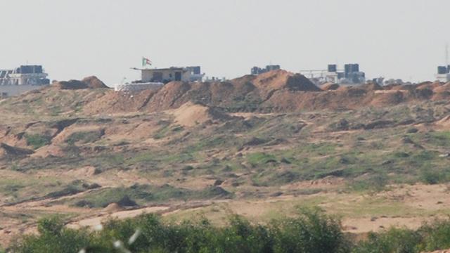 Hamas outposts near Netiv HaAsara (Photo: Bar-el Efraim)