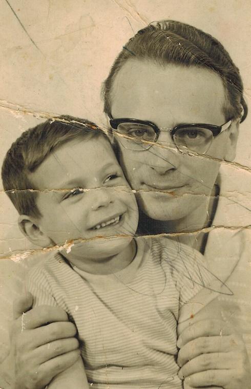 אפרים קישון עם בנו רפי, 1961 ()