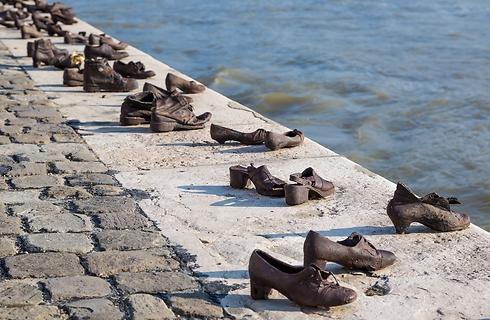 אנדרטת הנעליים על הדנובה. מצמררת (צילום: shutterstock)