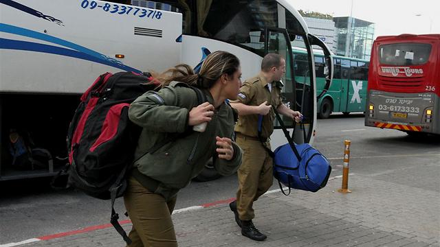 """""""יש חיילים בודדים שההורים שלהם לא יכולים לקחת אותם הביתה"""" (צילום: עופר עמרם)"""
