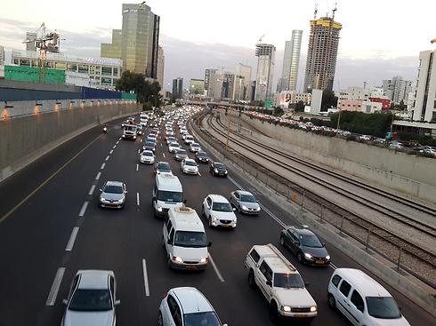 """נתיבי איילון. """"הפרמיה נקבעת לא רק בקירבה לכביש - אלא בעיקר בנגישות למחלפים"""" (צילום: רועי צוקרמן)"""