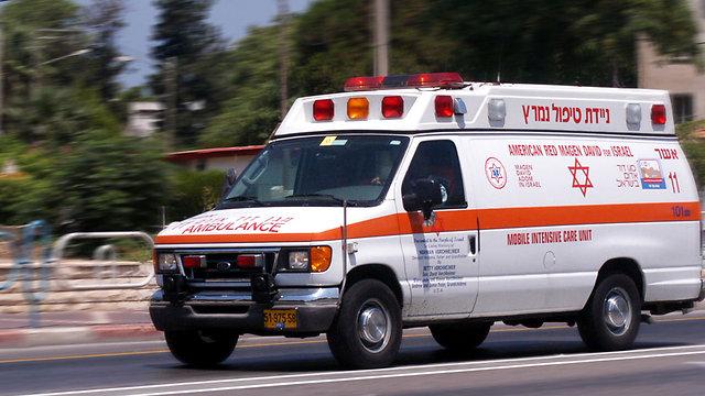 פונתה לבית החולים באמבולנס (צילום: shutterstock) (צילום: shutterstock)