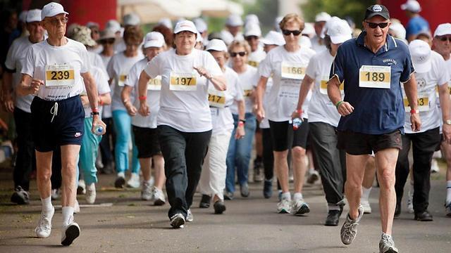 אם אתם נהנים לרוץ אין סיבה שתפסיקו בגיל מבוגר ()
