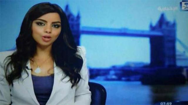 את המחזה הזה כבר לא רואים בטלוויזיה הסעודית. מגישה ללא כיסוי ראש איסלאמי