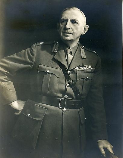 """כאשר נשאל לתפקידו במלחמת העולם הראשונה, נהג לומר: """"אני הפסקתי את המלחמה הארורה"""". סבי, וויליאם דובי ()"""
