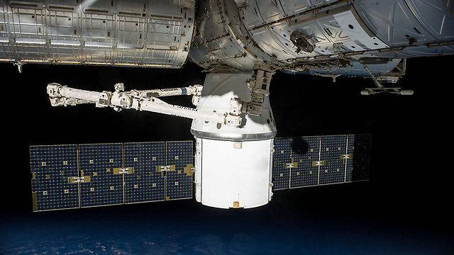 החללית דרגון. תגיע לתחנת החלל הבינלאומית (צילום: AFP) (צילום: AFP)