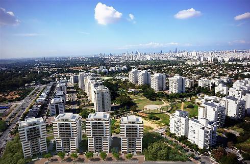 """הדמייה מהאוויר של הפרויקט החדש. 4 בניינים עם 180 דירות (הדמיה באדיבות שיכון ובינוי נדל""""ן) (הדמיה באדיבות שיכון ובינוי נדל"""