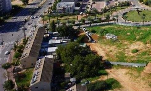 """צילום אוויר של רחוב שלמה המלך, שבו ייהרסו מבני הרכבת (בתמונה משמאל) (צילום אוויר: שיכון ובינוי נדל""""ן) (צילום אוויר: שיכון ובינוי נדל"""
