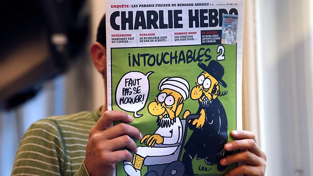 הקריקטורה על מוחמד על שער מגזין שארלי הבדו (צילום: AFP ) (צילום: AFP )