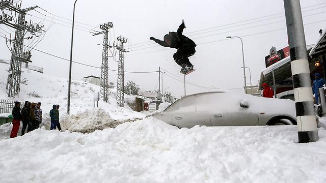 Residents of Majdal Shams enjoying the snow (Photo: EPA) (Photo: EPA)